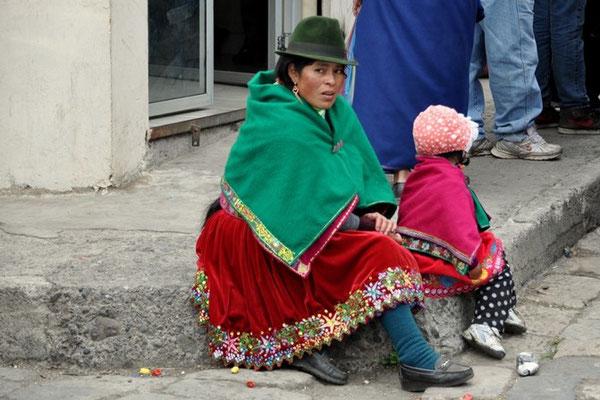 Wunderschöne traditionelle Kleidung