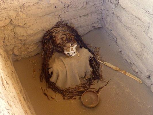 Mumie mit Haut und Haar (Dreadlocks)