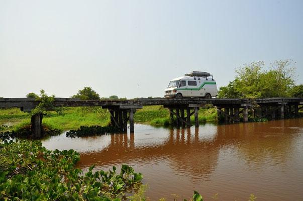 Unzählige Brücken müssten überquert werden