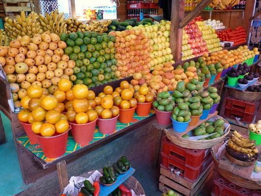 Ein schönes Angebot an Früchten