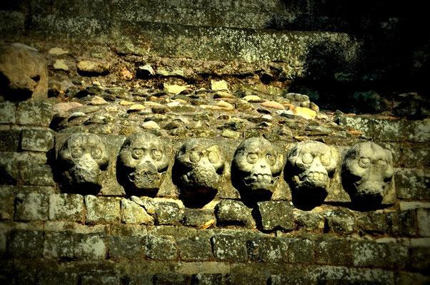 Skulpturen im Stein....