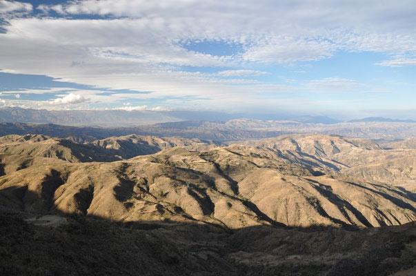 Diverse Gebirgszüge kreuzen unseren Weg nach Cochabamba - eine wunderschöne Route