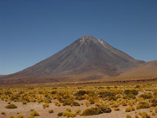 Majestätische Vulkane säumen unseren Weg