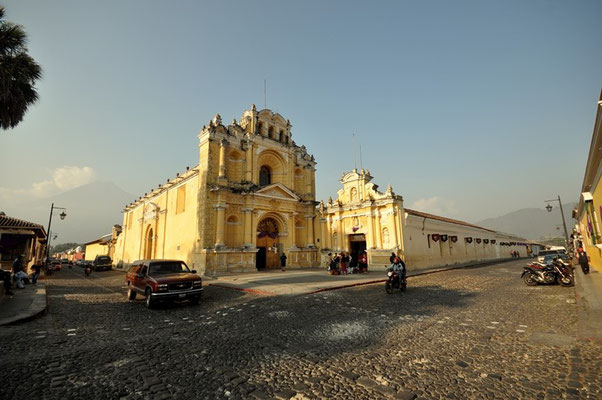 Unzählige Kirchen gibt es in Antgua
