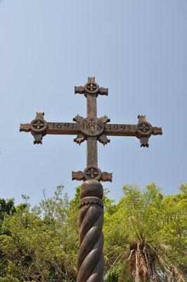 Alte Holzkreuze auf jeder Plaza