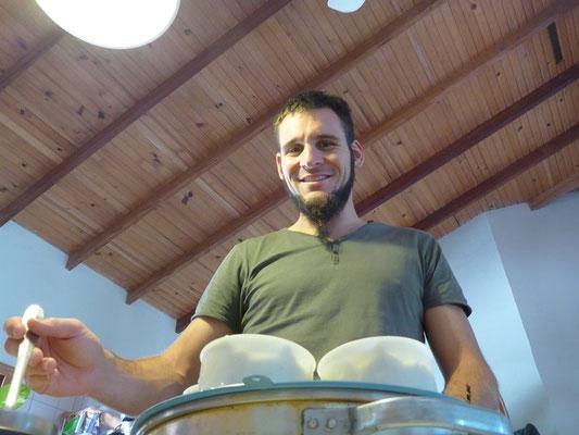 Flavio macht seinen ersten Käse