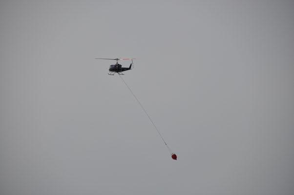 Löschhelikopter im Einsatz