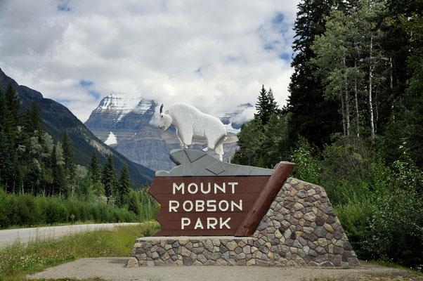 Mount Robson in den Wolken