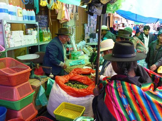 Coca Blätter auf dem Markt - bei den Bolivianern ein Renner