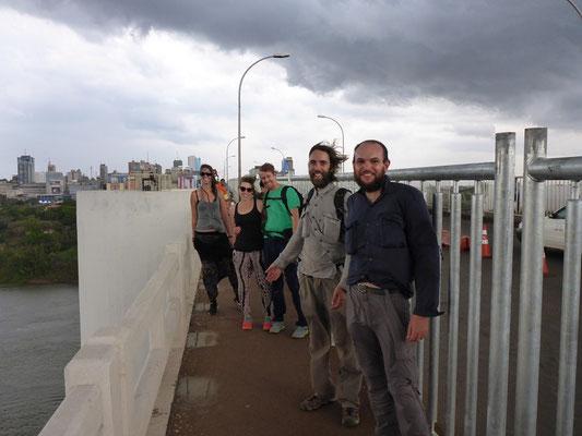 Wie eine Rockband - auf der Freundschaftsbrücke zwischen Brasilien undParaguay