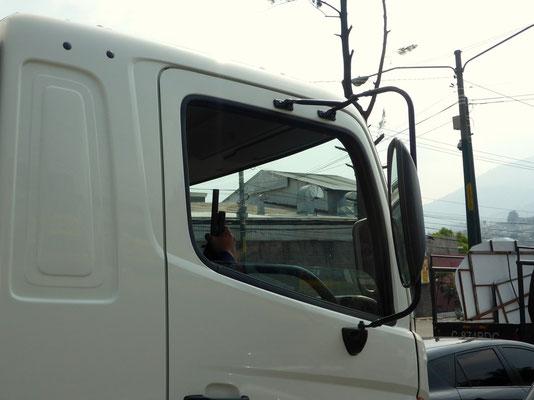 Häufig fährt ein bewaffneter Beifahrer im Lkw mit!