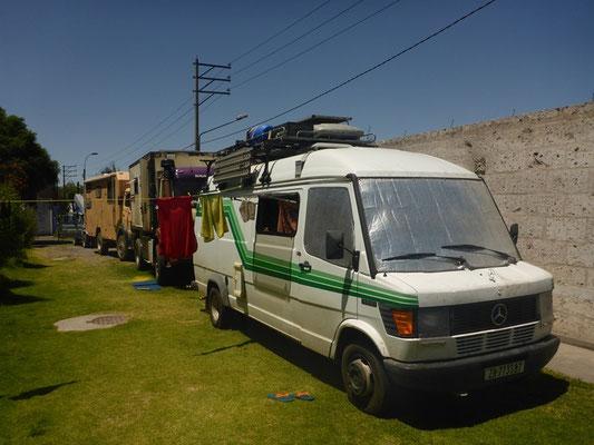 Unser Camping in Arequipa - neben den LKW`s ist unser Bus klein ;-)