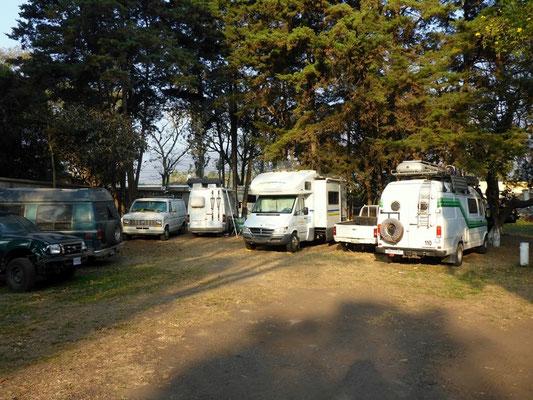 Camping im Innenhof der Touristenpolizei