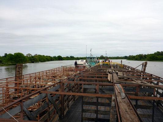 Sicht von der Brücke über den Floss Konvoi