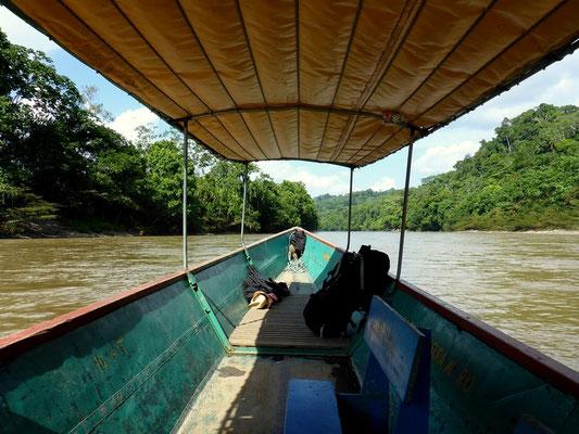 Mit dem Kanu gehts nach Runa Huasi