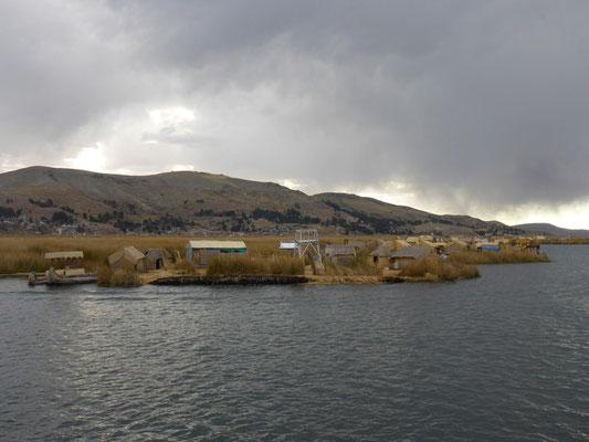 Regenstimmung auf dem Titicaca See