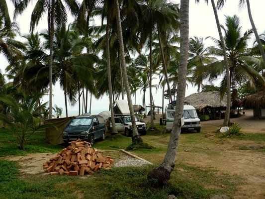 Camping unter Palmen! Achtung Kokossnüsse!