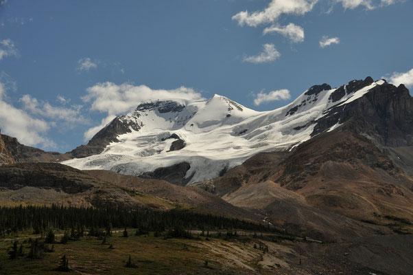 Jeder Gipfel ist von Gletschern bezogen