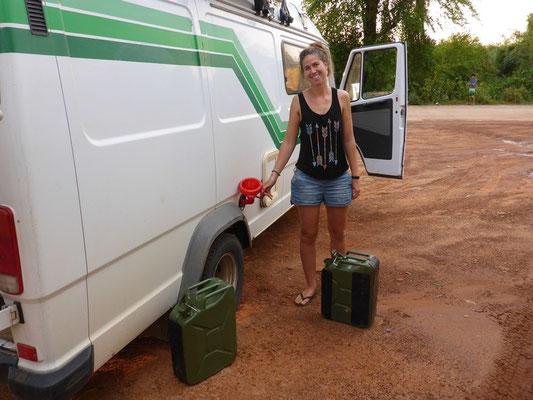 Tanken mit Kansistern - so bekommen wir Diesel zum nationalen Preis