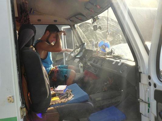 Rauch aus dem Motorenraum!