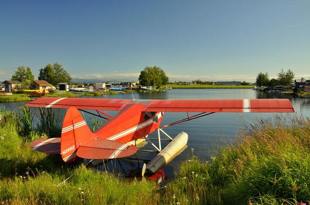 Anstatt ein Boot ein Wasserflugzeug gefälligst?