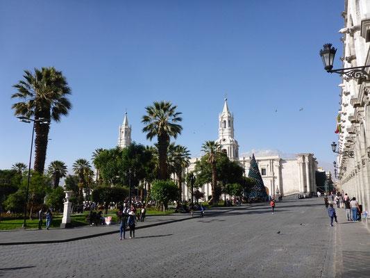 Der Hauptplatz in Arequipa mit der wunderschönen Kathedrale
