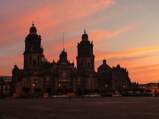 Die schöne Kathedrale bei Morgenrot