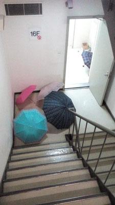 今日、上海は雨。国貿で。