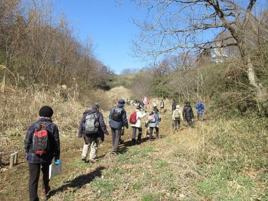 鶴見川源流地区を登って、よこやまの道に行きます。