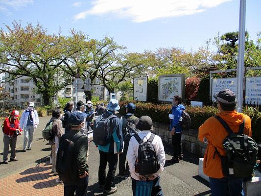 川崎市農業技術支援センター(「フルーツパーク」)で昼食(11:40~12:20)