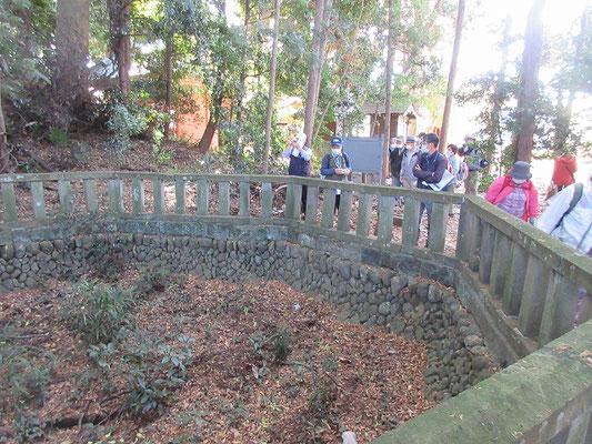 堀兼井  「堀兼の井」は武蔵野の高燥台地の飲料水井戸として古くから有名である。