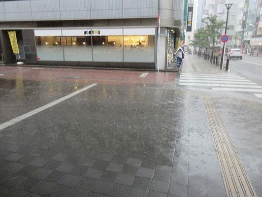 聖蹟桜ヶ丘駅付近で突然の豪雨。