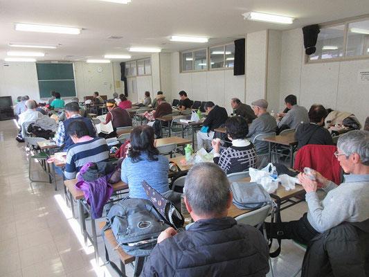 昼食  八王子市 川口事務所2階の大会議室で昼食。  昼食後に、伊藤講師による講習と資料の説明がありました。