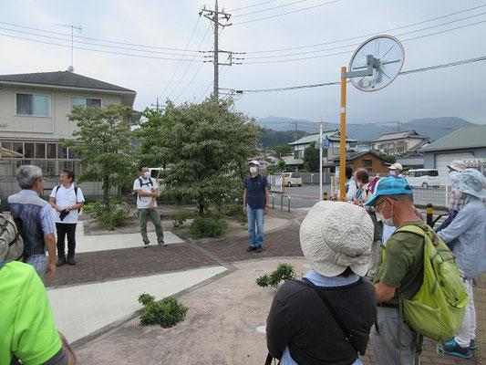 神戸(こうど)バス停手前広場で解散(14:45) 崇神天皇7年天皇より神戸を賜わり、その神領地がそのまま地名となりました。  相模国その他の神社にも行ってみたくなるようなコースに、次回を期待しつつ解散。 お疲れ様でした。