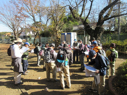 堀向農村公園(昼食11:40~12:30)  昼食後、須知講師による午後の予定の説明