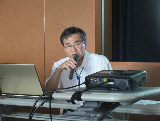 講演中の小島先生(小島資料館館長)  小島資料館:  新選組資料や志士たちの書簡ほか貴重な幕末資料を豊富に所蔵する。
