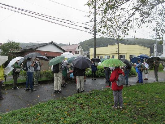 野津田バス車庫バス停から野津田町小川の広場に午前10時15分集合。