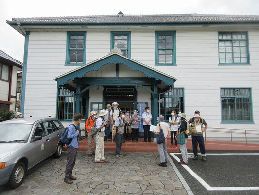 海老名市立郷土資料館「海老名市温故館」 この建物は、大正7(1918)年に海老名村役場庁舎として完成しました。  建物の一部を改修し、海老名市立郷土資料館「海老名市温故館」として昭和57年10月に開館しました。