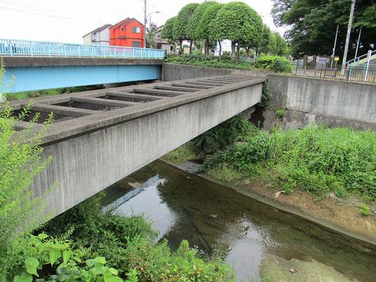 新旭橋横 谷地川を交差する日野用水