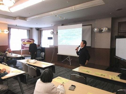 宮田団長による講師風間さん(左)の紹介