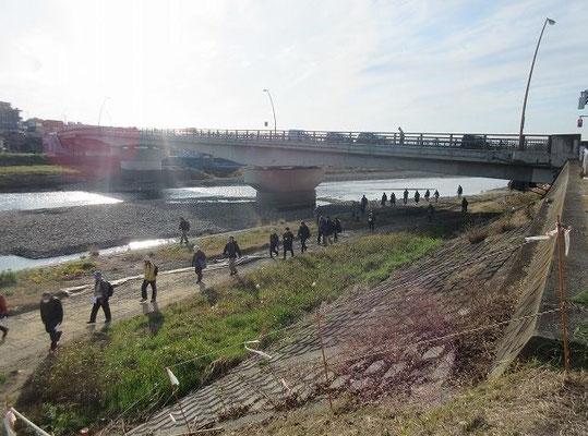 浅川に掛かる高幡橋  竣工 1974年