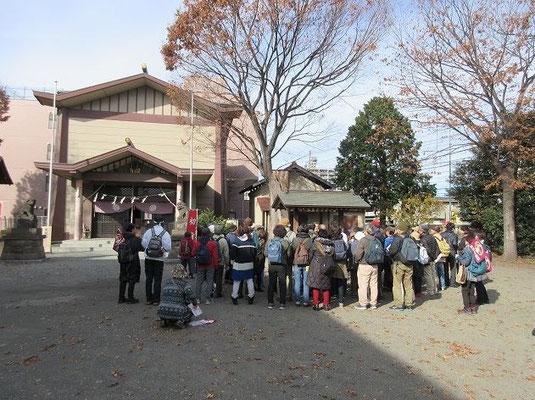 八坂神社  伝説によると、多摩川の淵から拾い上げられた牛頭天王像を勧請し祠を建てたのが 八坂神社の始まりといわれています。