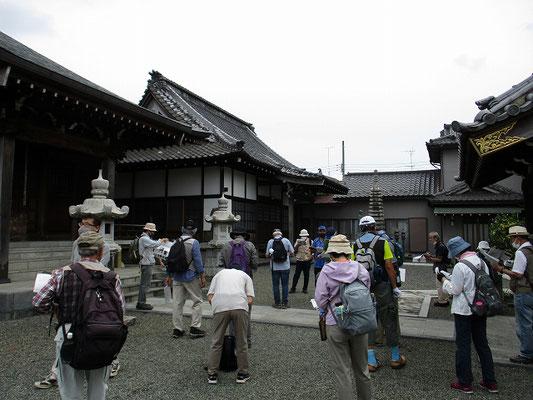 東福寺   創建年代等は不詳ですが、江戸時代中期頃の創建ではないかと思われます。   笛継観音は、八王子三十三観音霊場12番です。