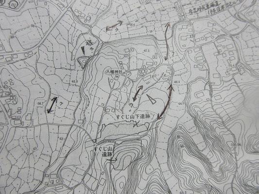 すぐじ山・すぐじ山下遺跡(山崎町) 写真は資料からコピーしたもの。  山崎中学校建設に伴い1975年に調査が実施されました。  古墳時代後期~平安時代の住居跡は、すぐじ山遺跡からから15軒、すぐじ山下遺跡から37軒、あわせて52軒確認されています。  盤状坏と呼ばれる特徴的な土師器を伴う奈良時代)の住居跡20軒が中心を占めます。  現地に行くとどこだか分かり難く、看板の設置があれば良いと感じました。