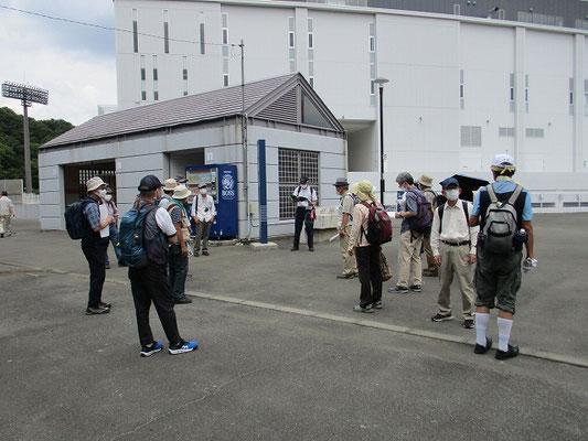 町田GIONスタジアムで昼食(12:10~12:40)  午後のコースの説明