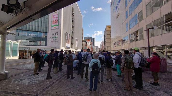 JR町田駅前デッキ広場。