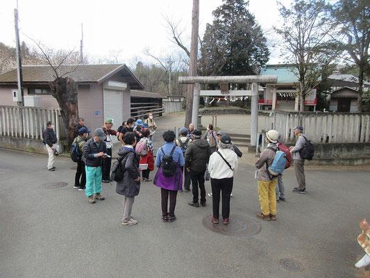 熊野神社  武蔵七党の内西党に属する三代、川口次郎太夫が熊野三山神社を勧請した熊野神社前で解散してから森下バス停へ。結構歩きましたね。皆さま、お疲れ様でした。