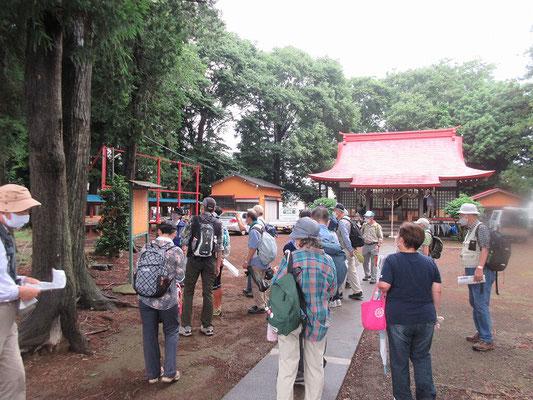 山崎八幡神社。  山崎村を開拓した牧野藤左衛門が邸内鎮守として奉斎。  延宝2年(1674)に上、下山崎の鎮守神として八幡平の地に奉遷されました。  牧野家のお墓が山崎中学の所にありました。