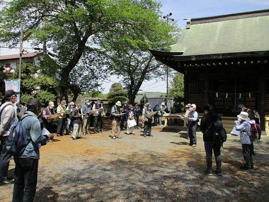 梅坪町バス停近くの天神神社( 10時20分集合・受付と資料配布)   天安年間(857~59)の頃、北野威徳天神を奉斎し「梅坪の天神」と称しました。