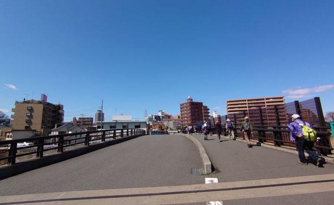 乞田川・大栗川を渡って聖蹟桜ヶ丘駅へ。